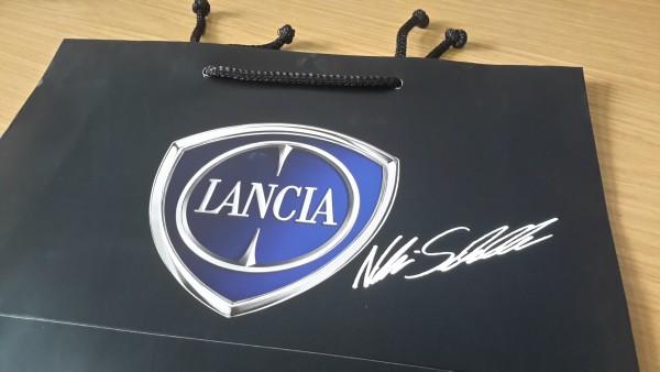Tragetasche Lancia mit Aufkleber Niki Schelle Autogramm