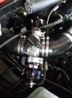 Blow Off Ventil von Tial offen in schwarz mit Aluminium Flansch