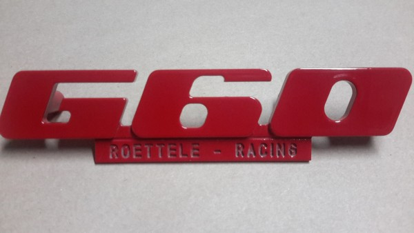 Emblem für den G60 Kühlergrill aus Aluminium mit Werbung (komplett rot)